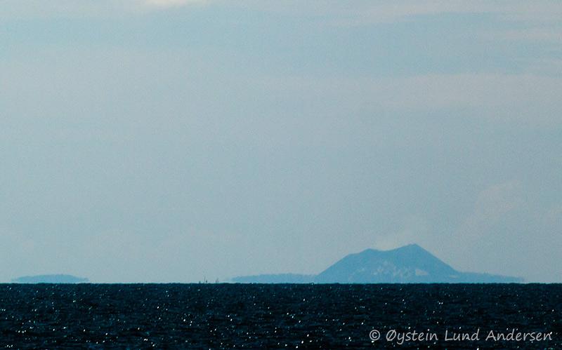 Anak_Krakatau8october2011x1_1