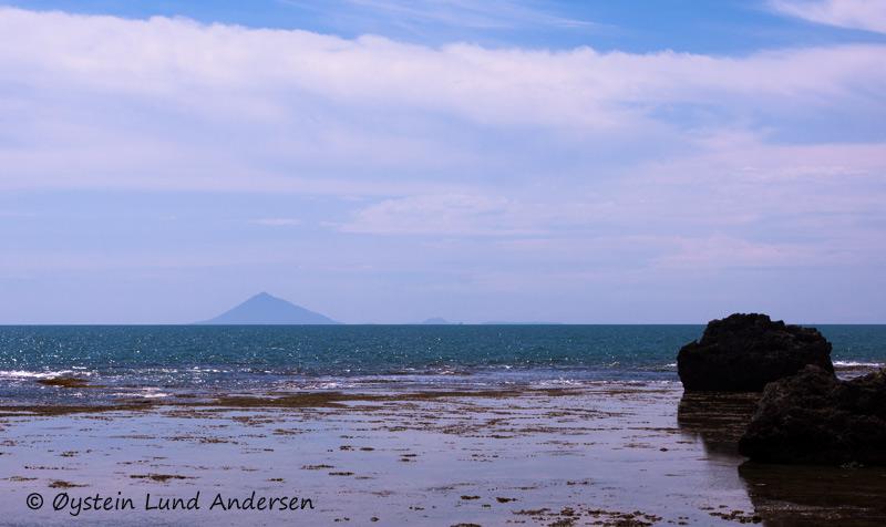 Anak_Krakatau8october2011x4