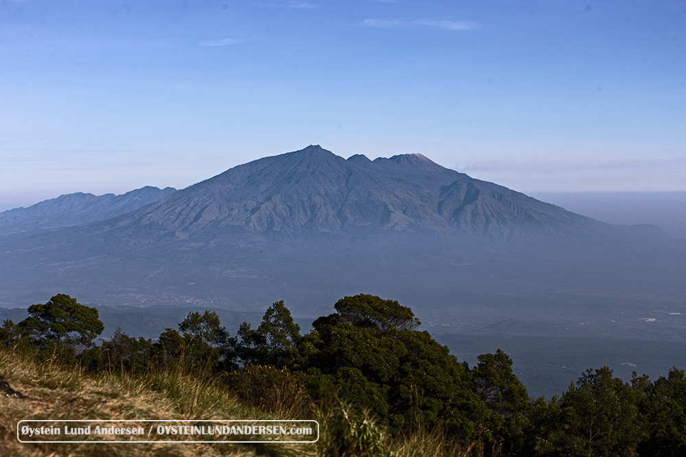 Arjuna Welirang seen from the Tengger Caldera
