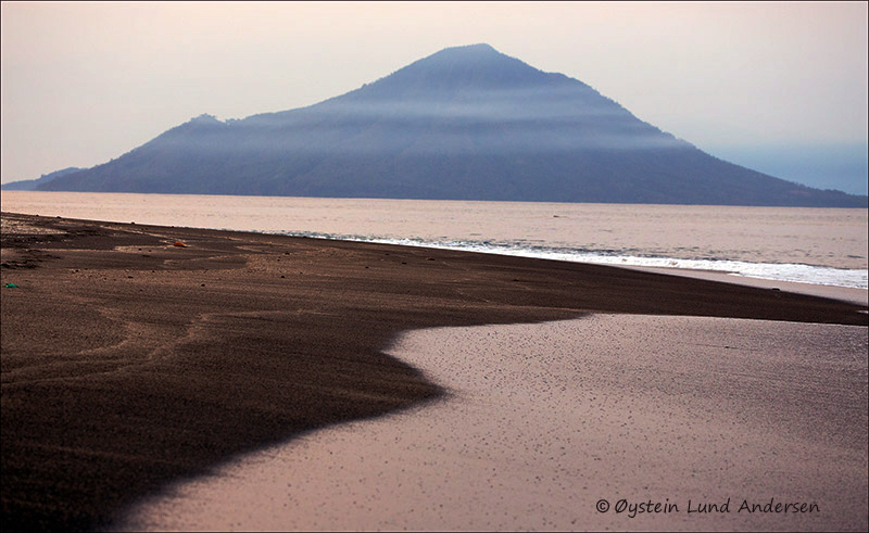 Krakatau-volcano-june-2013(IMG_5894