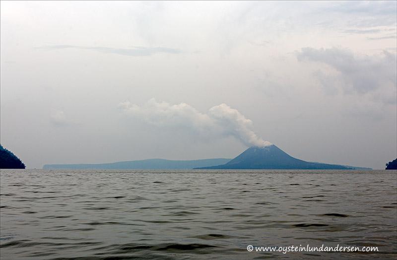 Krakatau-volcano-november-2013(IMG_5712)