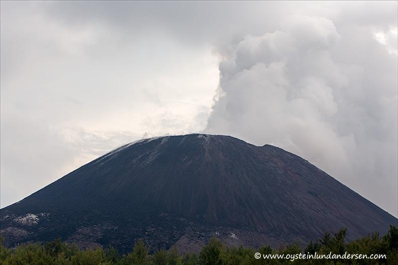 Krakatau-volcano-november-2013(IMG_5910)