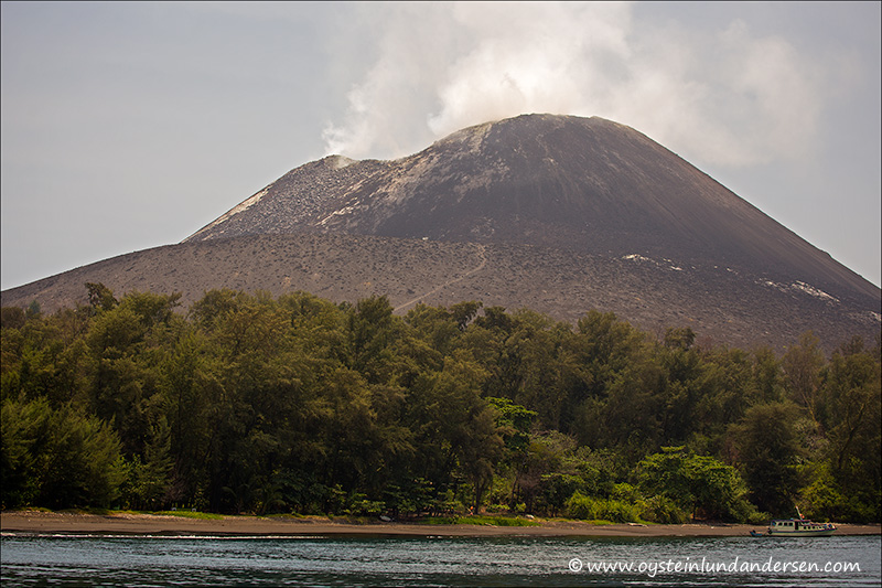 Krakatau-volcano-october-2013(IMG_3226)