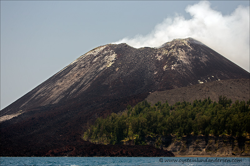 Krakatau-volcano-october-2013(IMG_3823)