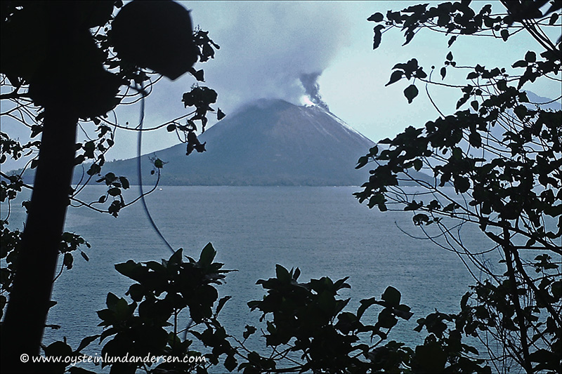 Krakatau-volcano-october31-2013(IMAG0187)