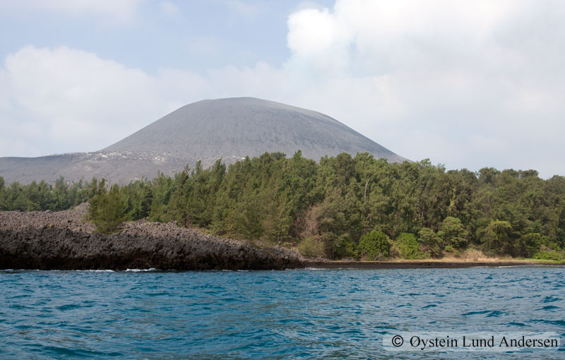 Krakatoa_aug2011_x1