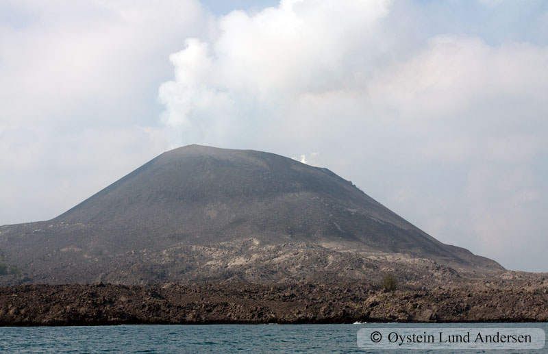 Krakatoa_aug2011_x2