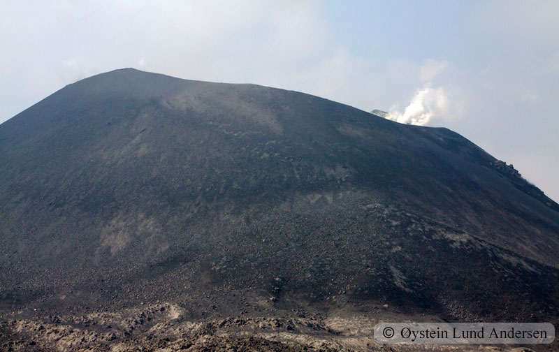Krakatoa_aug2011_x4