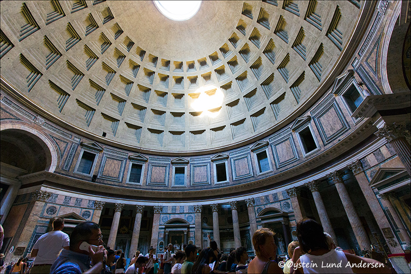 16.Inside the pantheon.