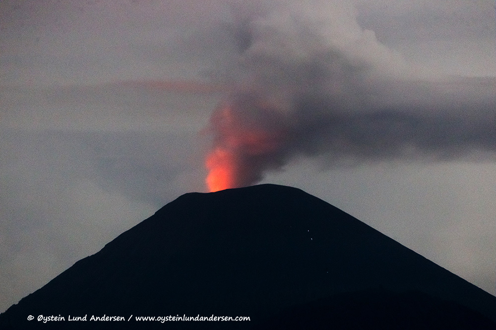2. Heavy degassing from the lava-dome in the morning, the red glow can still be seen. (6th December)