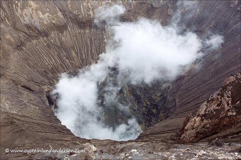 Tengger-Bromo_volcano_june-2013-(IMG_6820)