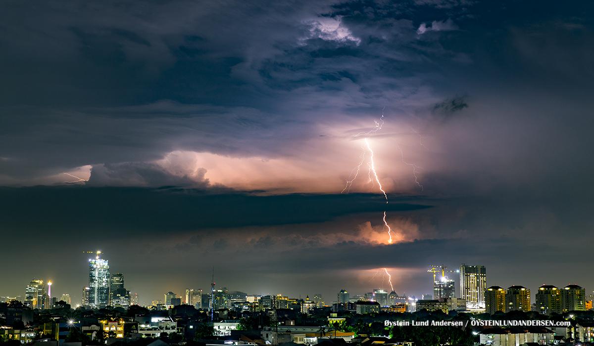 Thunderstorm lightning Jakarta 2017 kilat