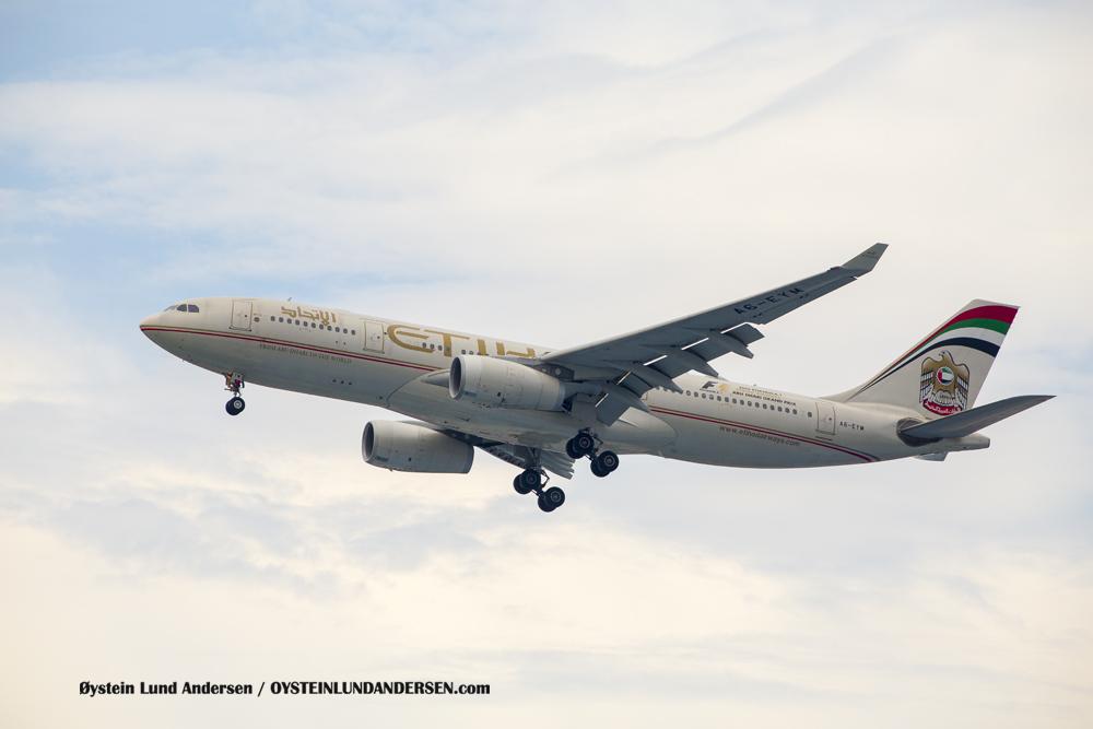 Ethiad Airbus 330-200 arriving from Abu Dhabi. (AS-EYM)