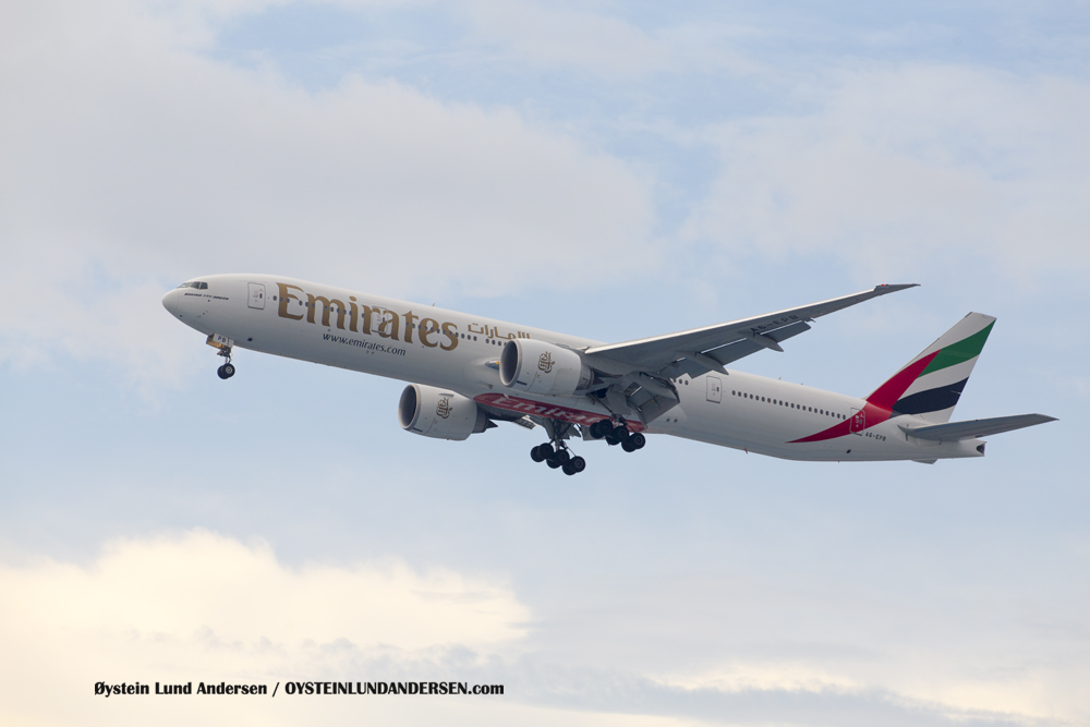 Emirates Boeing 777-300 (A6-EPB) (15th February 2016)