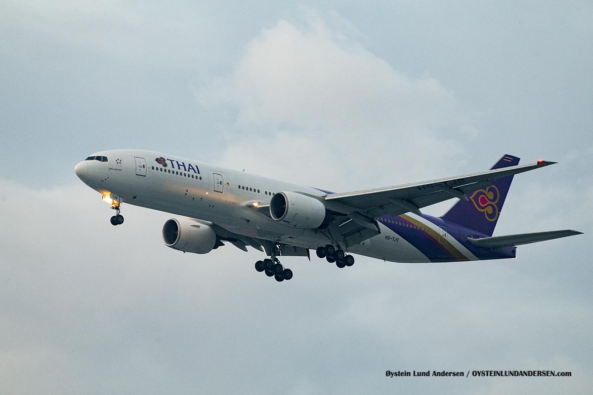 Thai Airways HS-TJS Boeing 777-200ER Jakarta Airport Sukarno Hatta