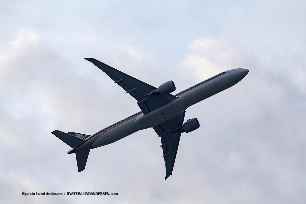 Singapore Airlines (9V-SWK) Boeing 777-300ER Jakarta Airport Sukarno Hatta