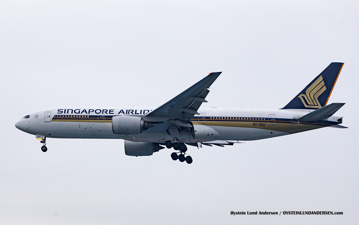 Jakarta Indonesia Singapore Airlines - Boeing 777-200 (9V-SQJ )