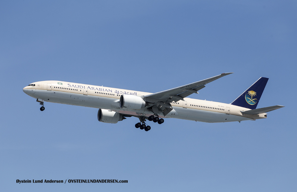 Saudi Arabian, Boeing 777-300 arriving from Riyadh, Saudi Arabia (23 December 2015)