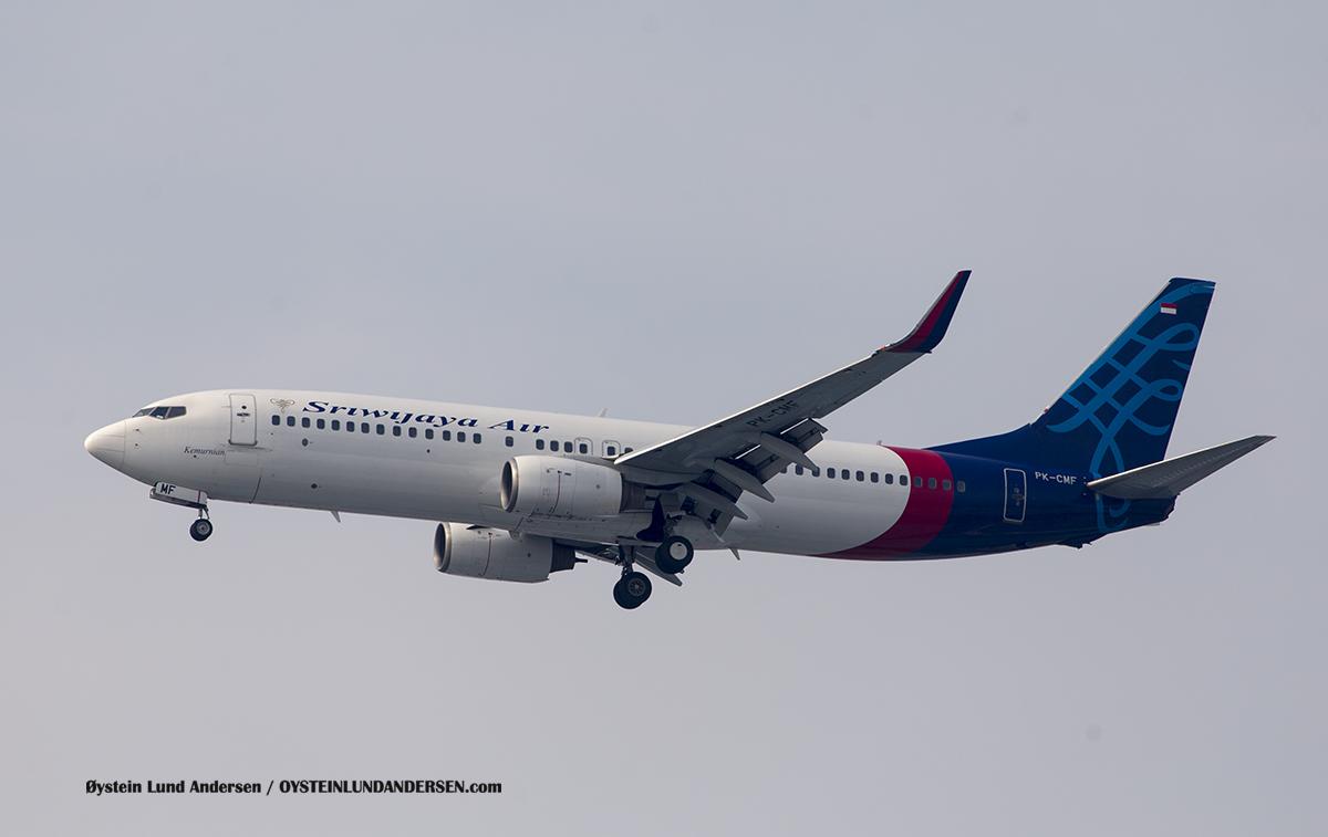"Jakarta Airport Sukarno Hatta (CGK) Sriwijaya Air 737-800 (PK-CMF) named ""Kumurnian"" (Pure) (6 November 2016)"