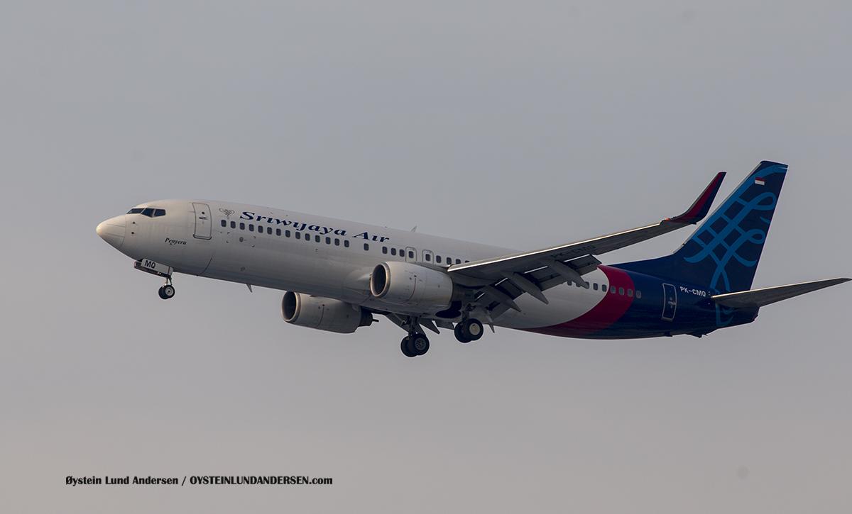 "Jakarta Airport Sukarno Hatta (CGK) Sriwijaya Air 737-800 (PK-CMQ) named ""Penyeru"""