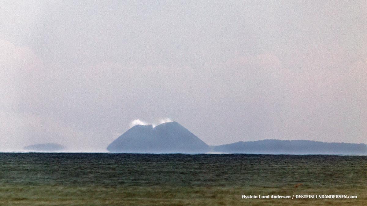 Krakatau krakatoa volcano Indonesia geology Sunda Strait 2016 West java