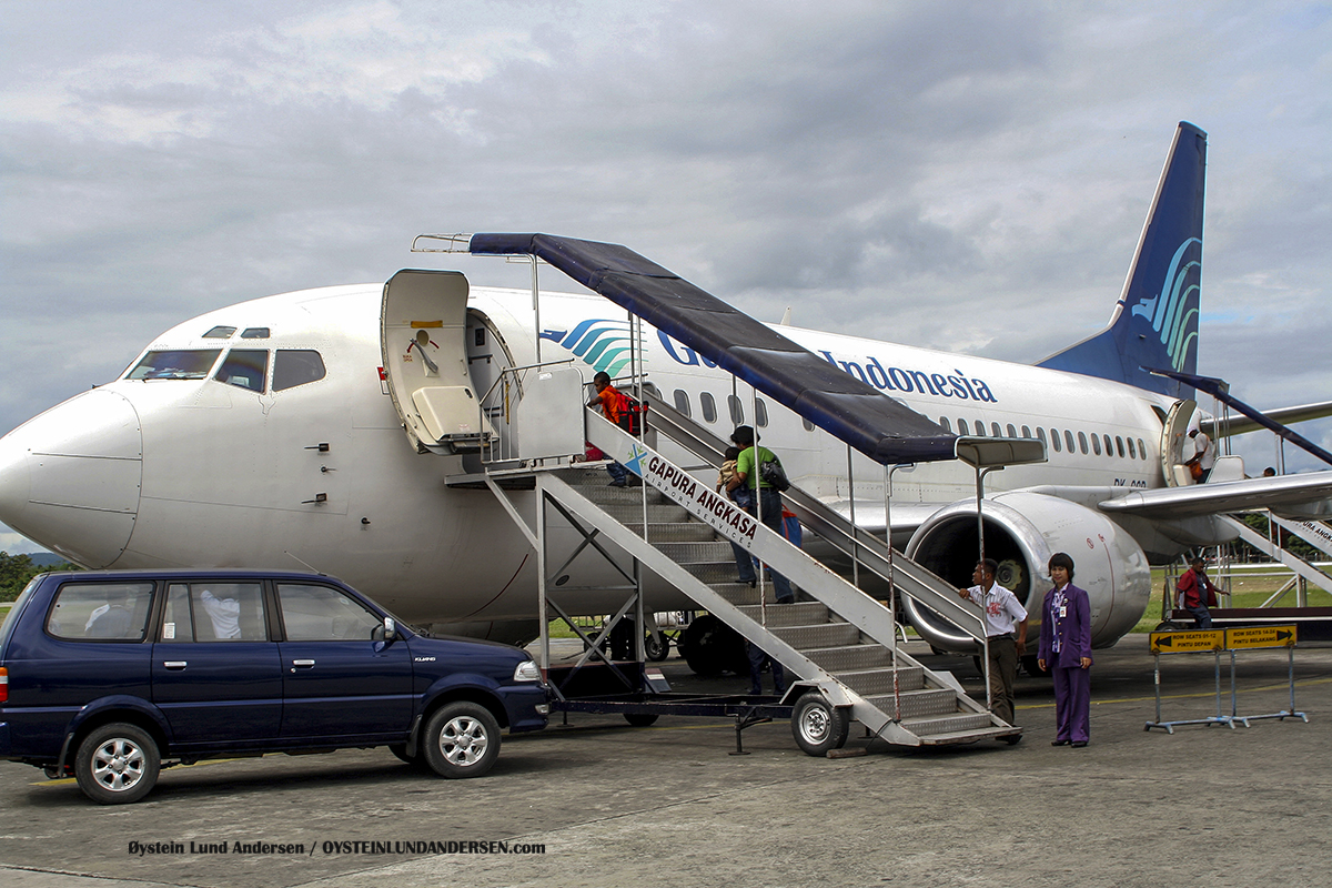 Garuda 737 sentani airport jayapura spotting