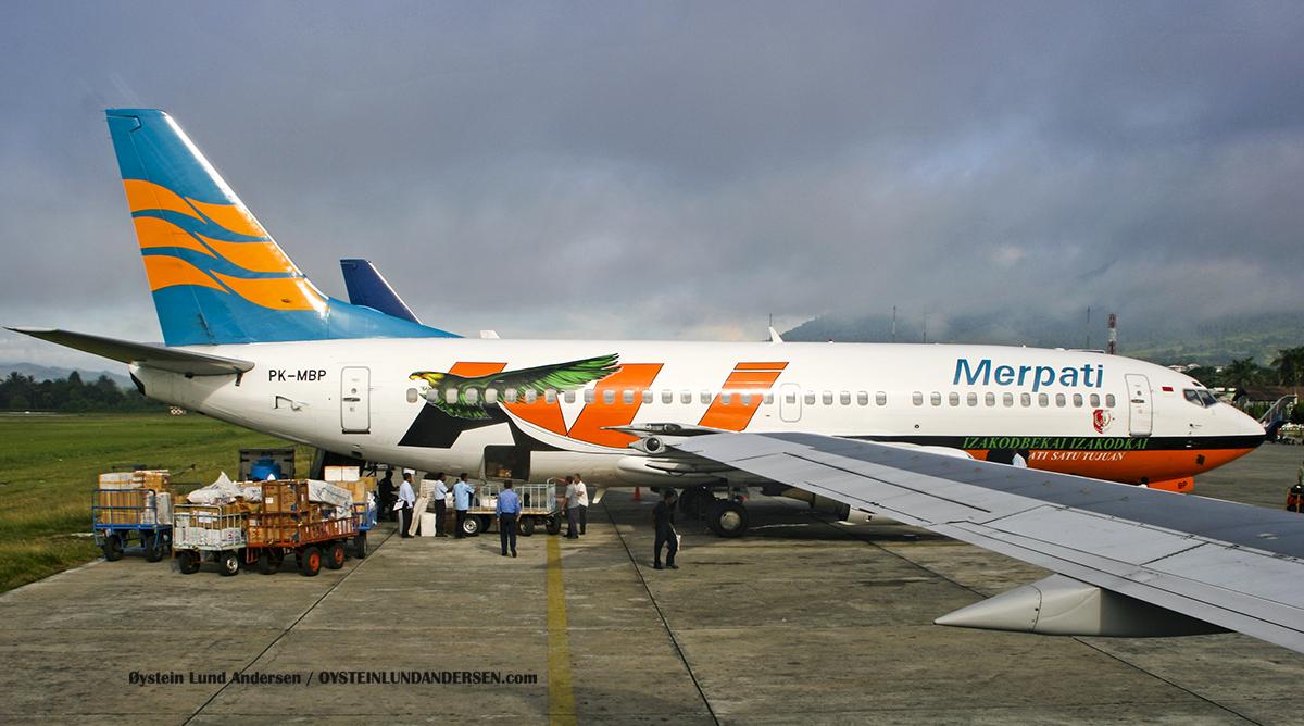 (PK-MBP) (PK-MDF) Boeing 737-300 Merpati Sentani Airport Papua Spotting
