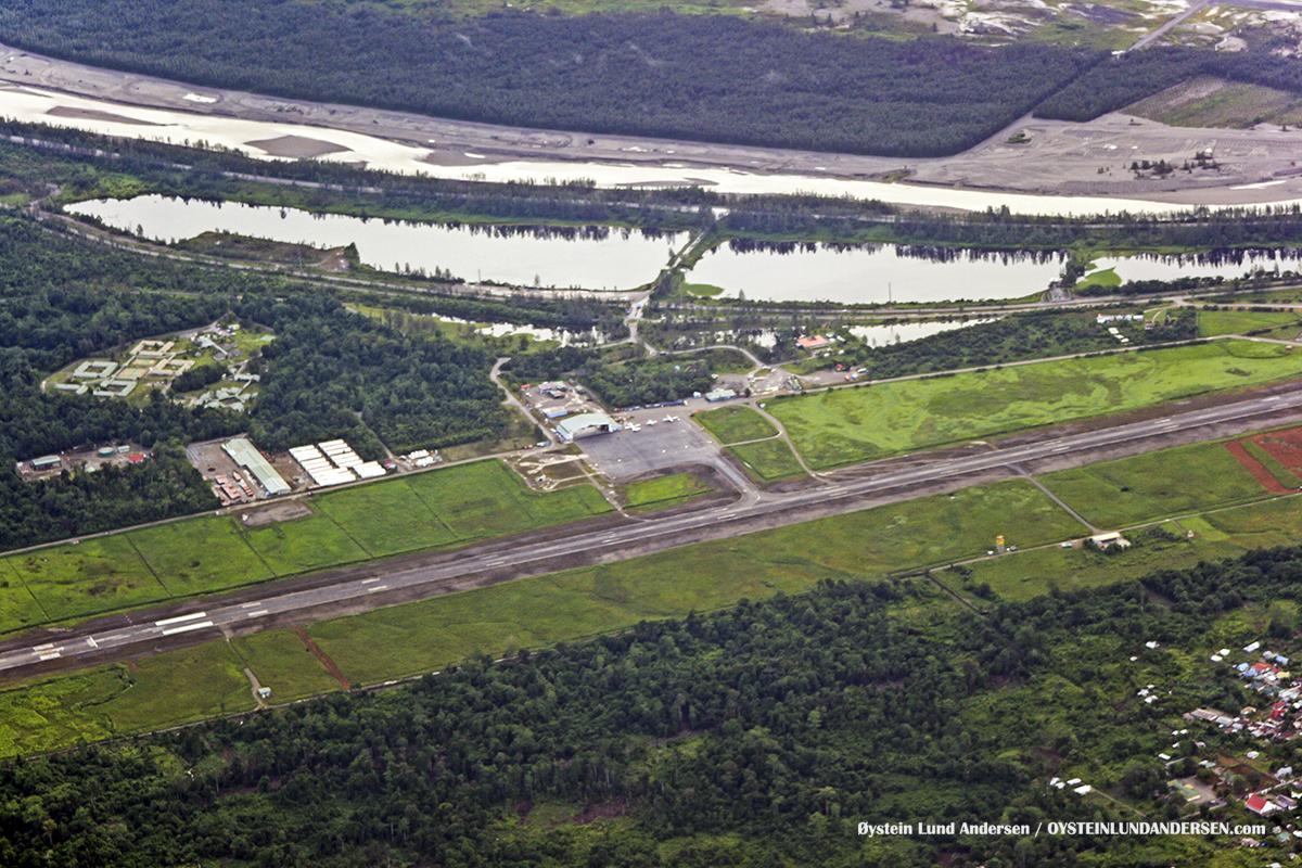 Timika airport aerial 2007 runway
