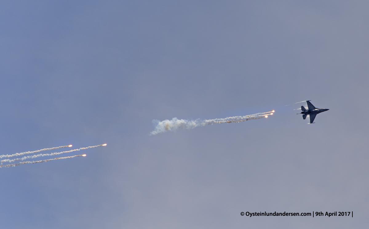 Indonesian Airforce TNI 2017 Halim Jakarta F-16 releasing flares