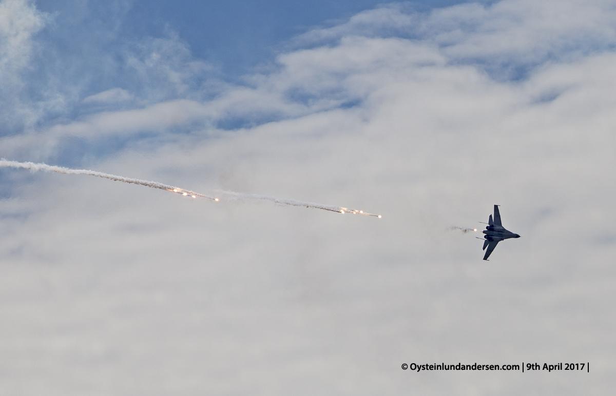 Indonesian Airforce TNI 2017 Halim Jakarta Sukhoi 27 Sukhoi 30 relase flare