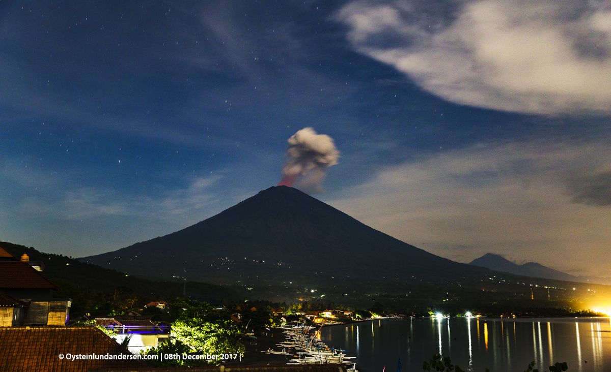 night malam Agung volcano Bali Indonesia December 2017