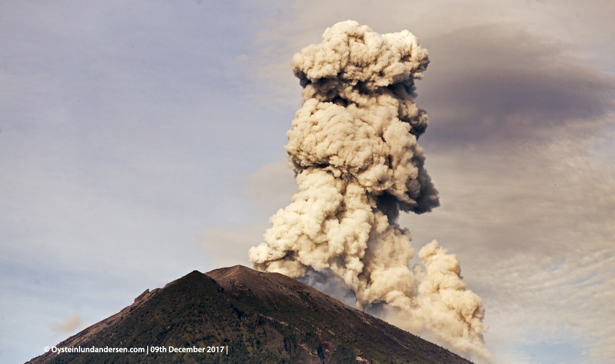 eruption ash Agung volcano Bali Indonesia December 2017