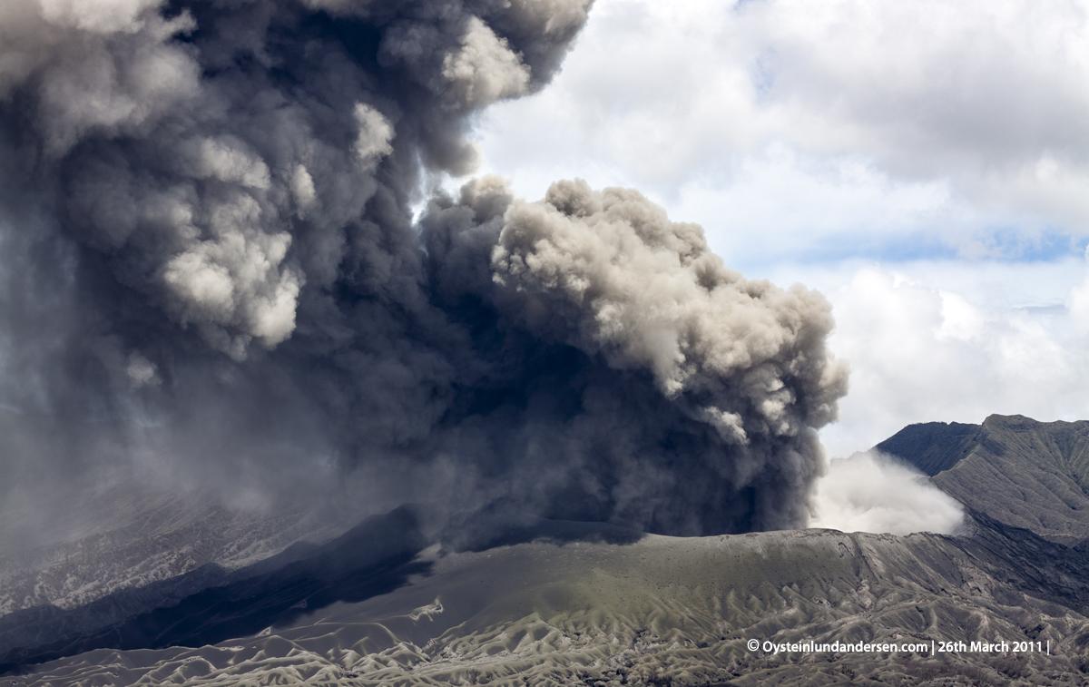 Bromo Tengger Erution Erupting 2011 Indonesia volcano