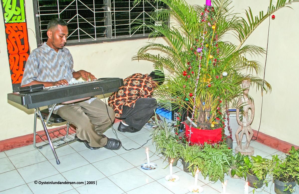 Cenderawasih Universitas UniversityPapua UNCEN Jayapura student 2004