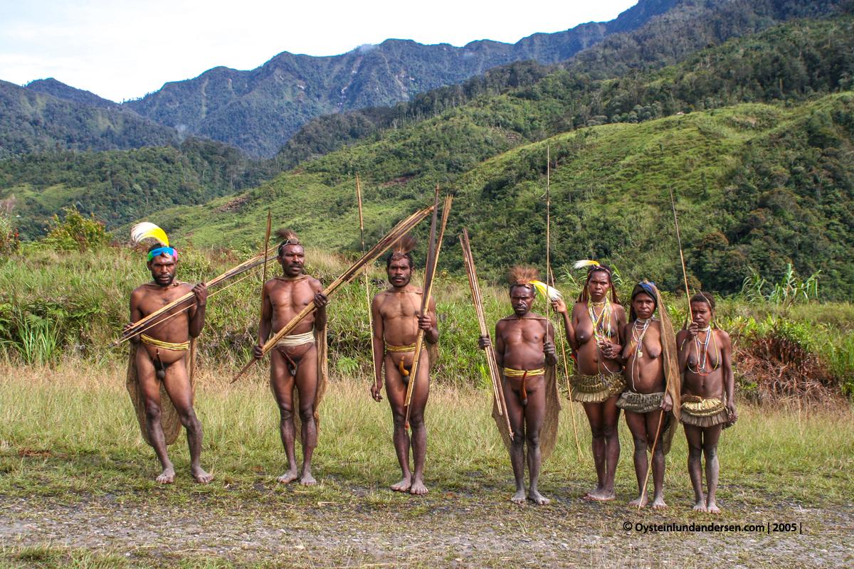 Nalca Kona Mek Mek-tribe Papua West-Papua culture 2005