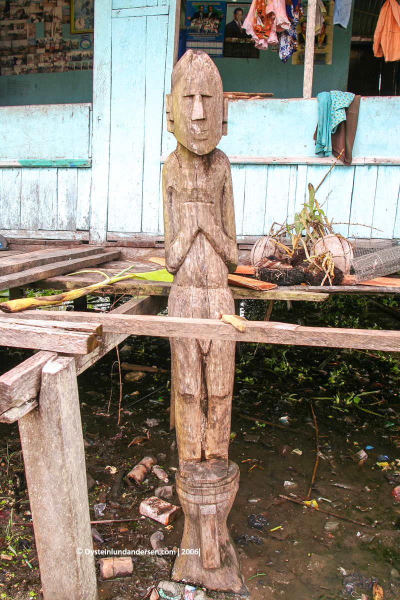 Sentani Papua lake-sentani 2003 2006 village culture anthropology sentani-art
