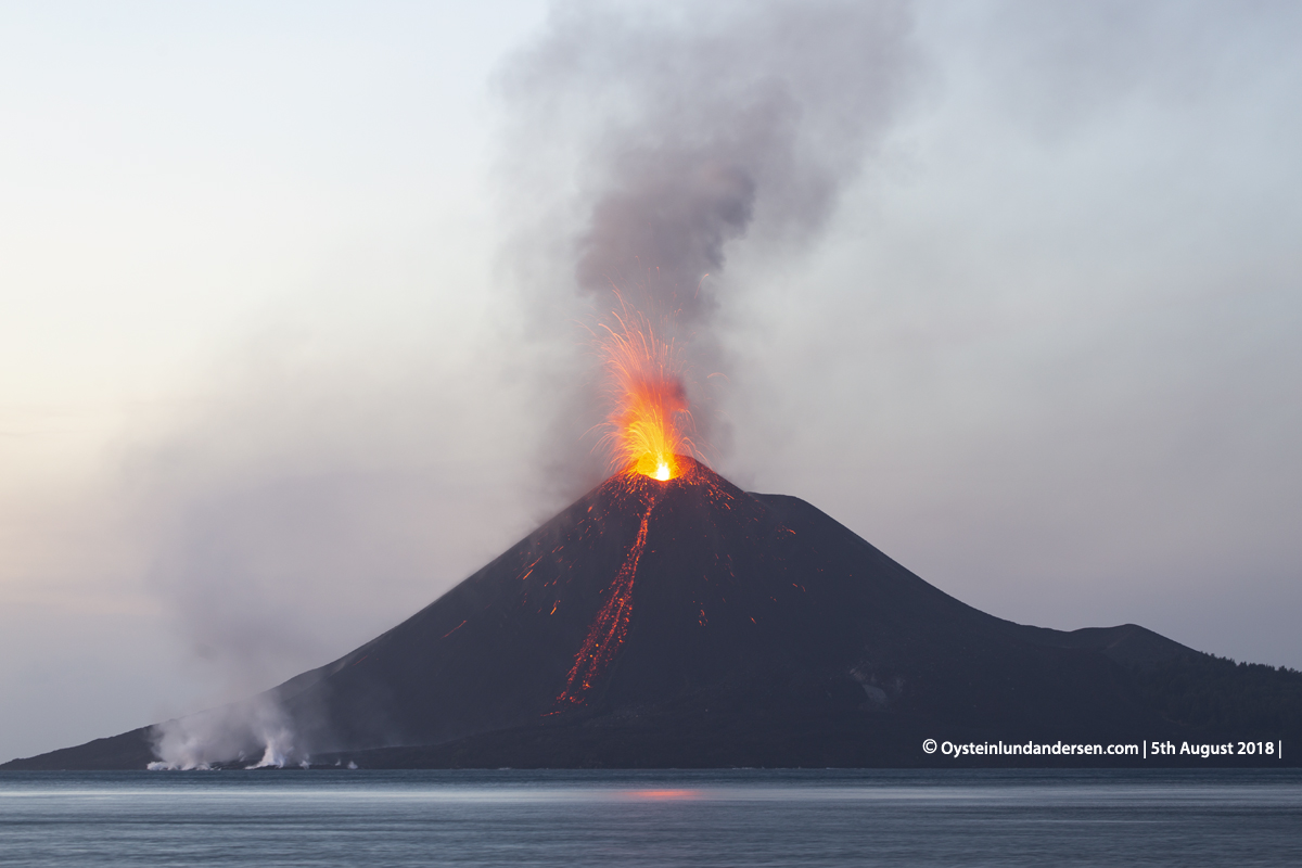 Krakatau volcano eruption explosion august 2018 strombolian indonesia lava-flow