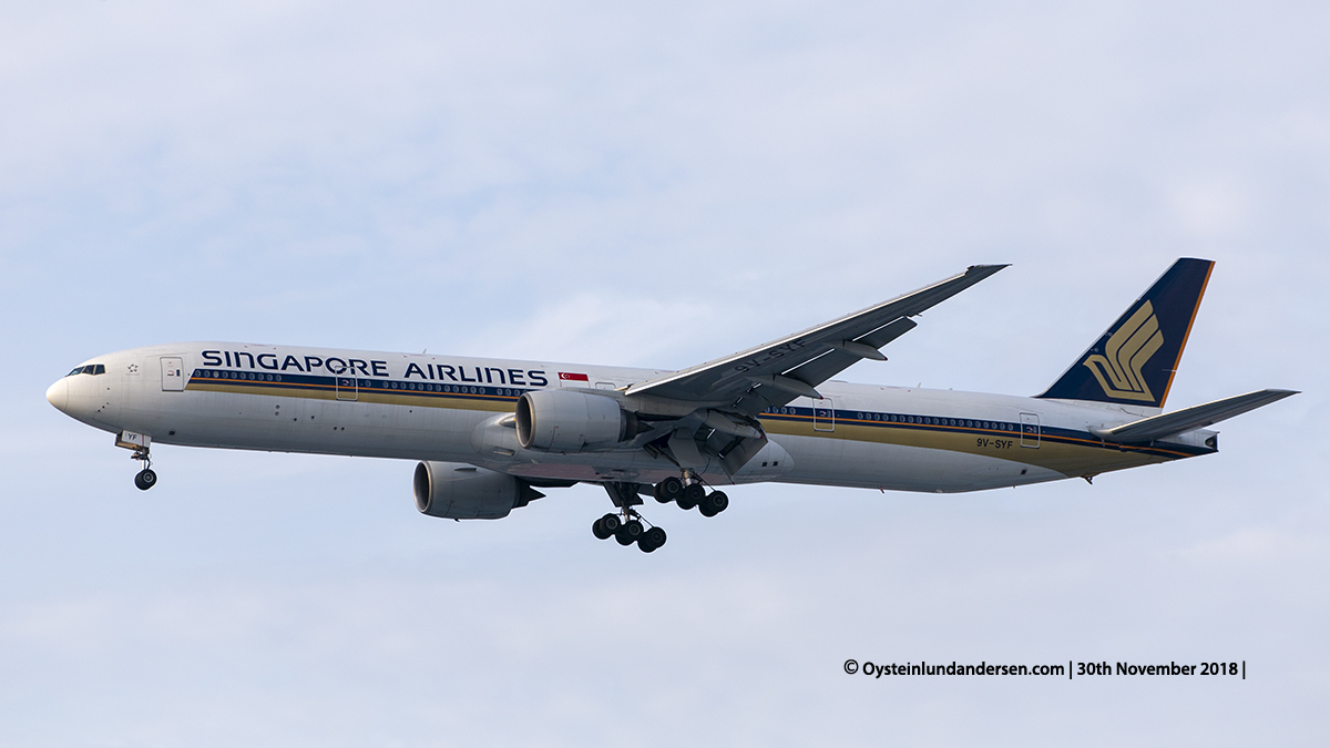Singapore Airlines Boeing 777-300 (9V-SYF) Jakarta airport Indonesia CGK