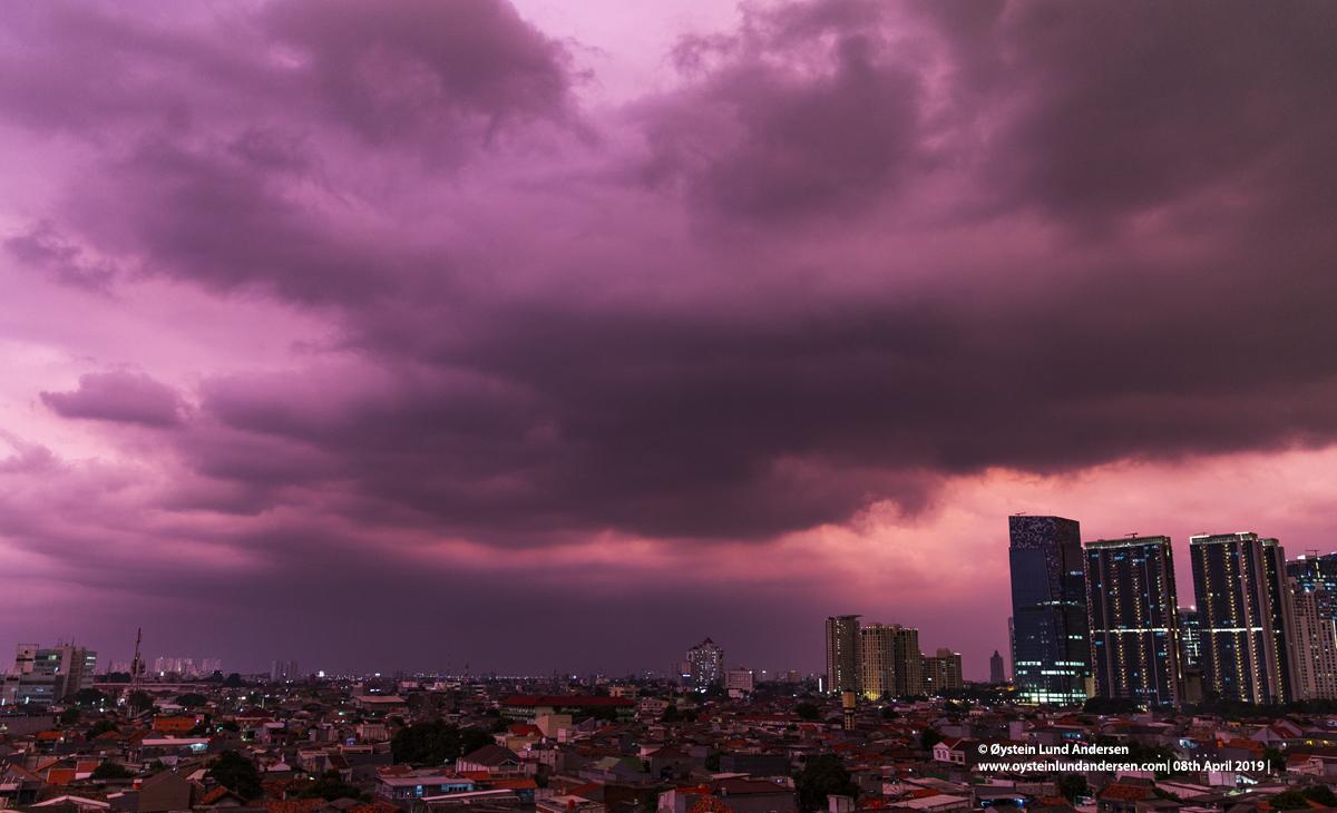 Thunderstorm Jakarta Red light 2019